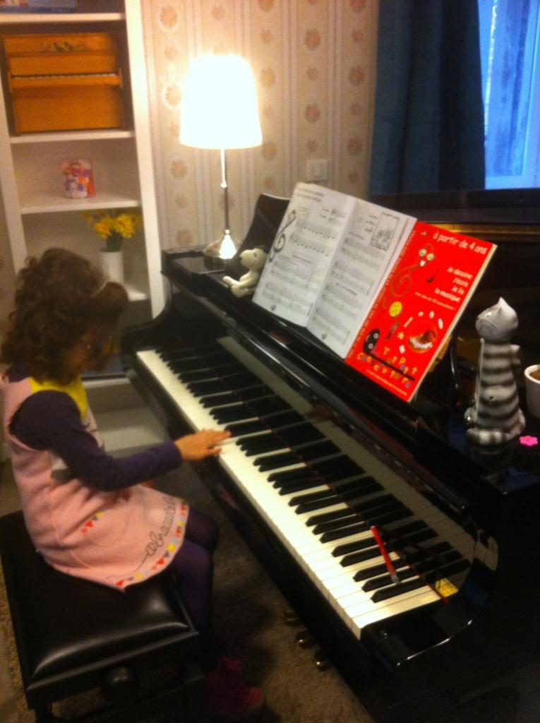 Ecole Quatre Temps : S. 5 ans apprend le piano